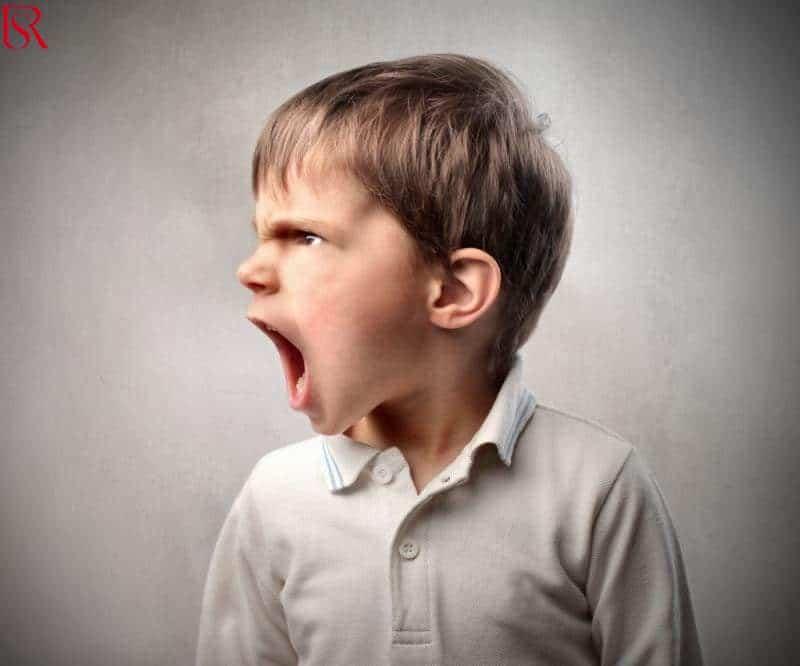 طريقة التعامل مع الطفل العنيد