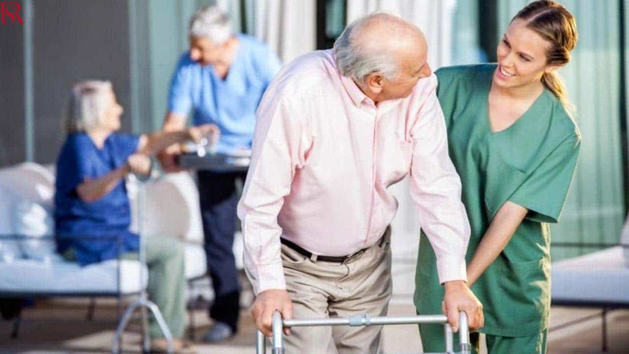 مكتب جليسات مسنين.. أفضل رعاية تقدمها لكبار السن