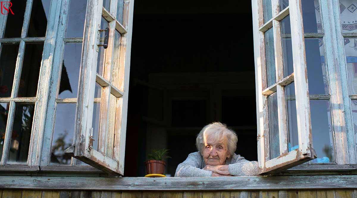 دور تمريض رعاية مسنين في محاربة مخاطر الشعور بالوحدة عند كبار السن
