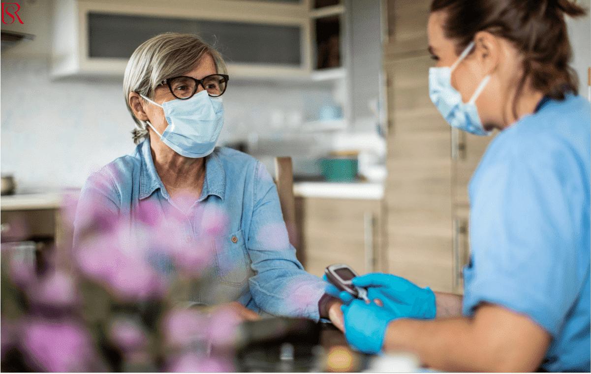 كيف يمكن أن تساعد رعاية مسنين بالمنزل في التعافي من المرض؟