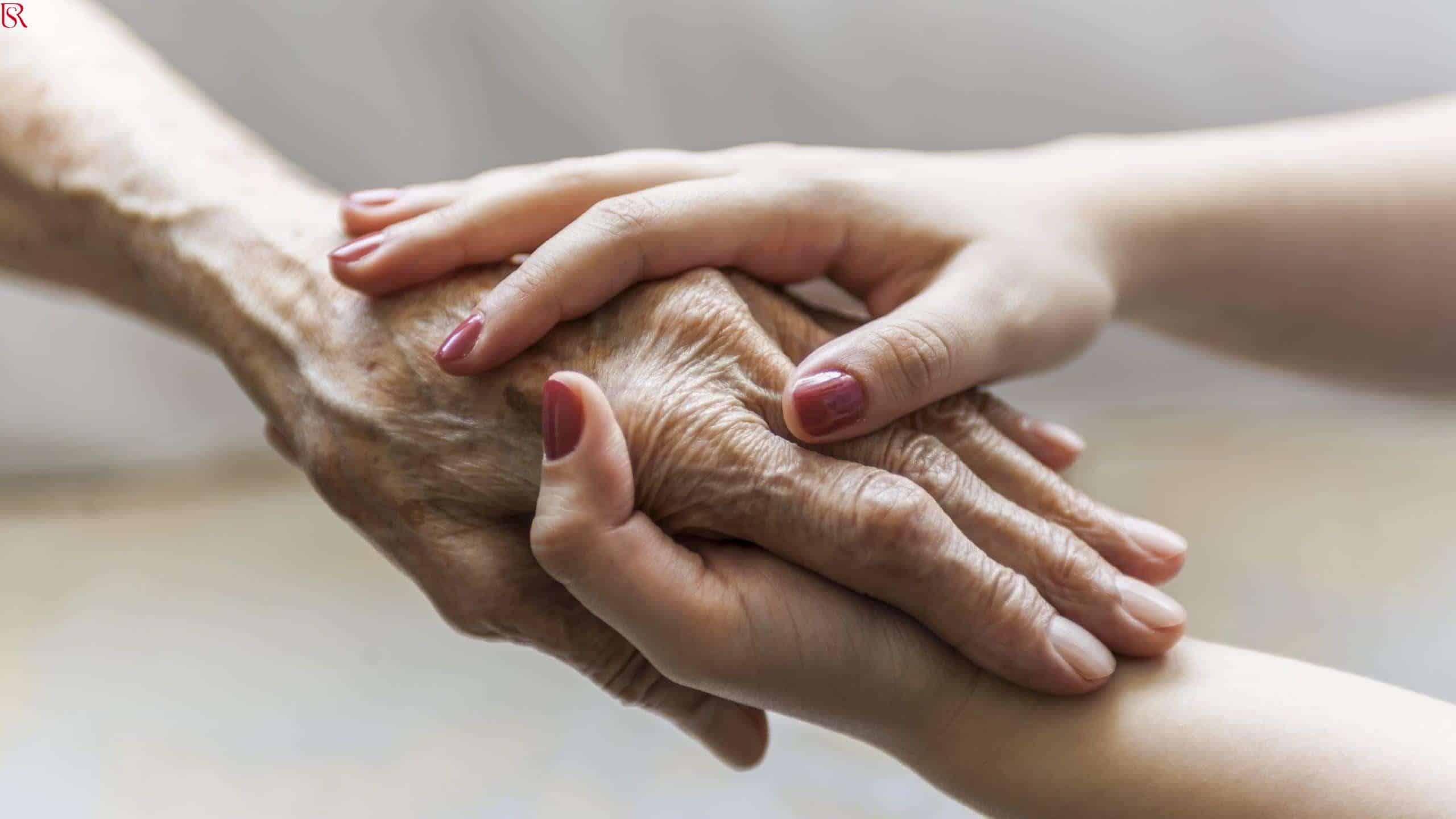 ما هي الخدمات التي يقدم مكتب جليسات مسنين بالمنزل لك
