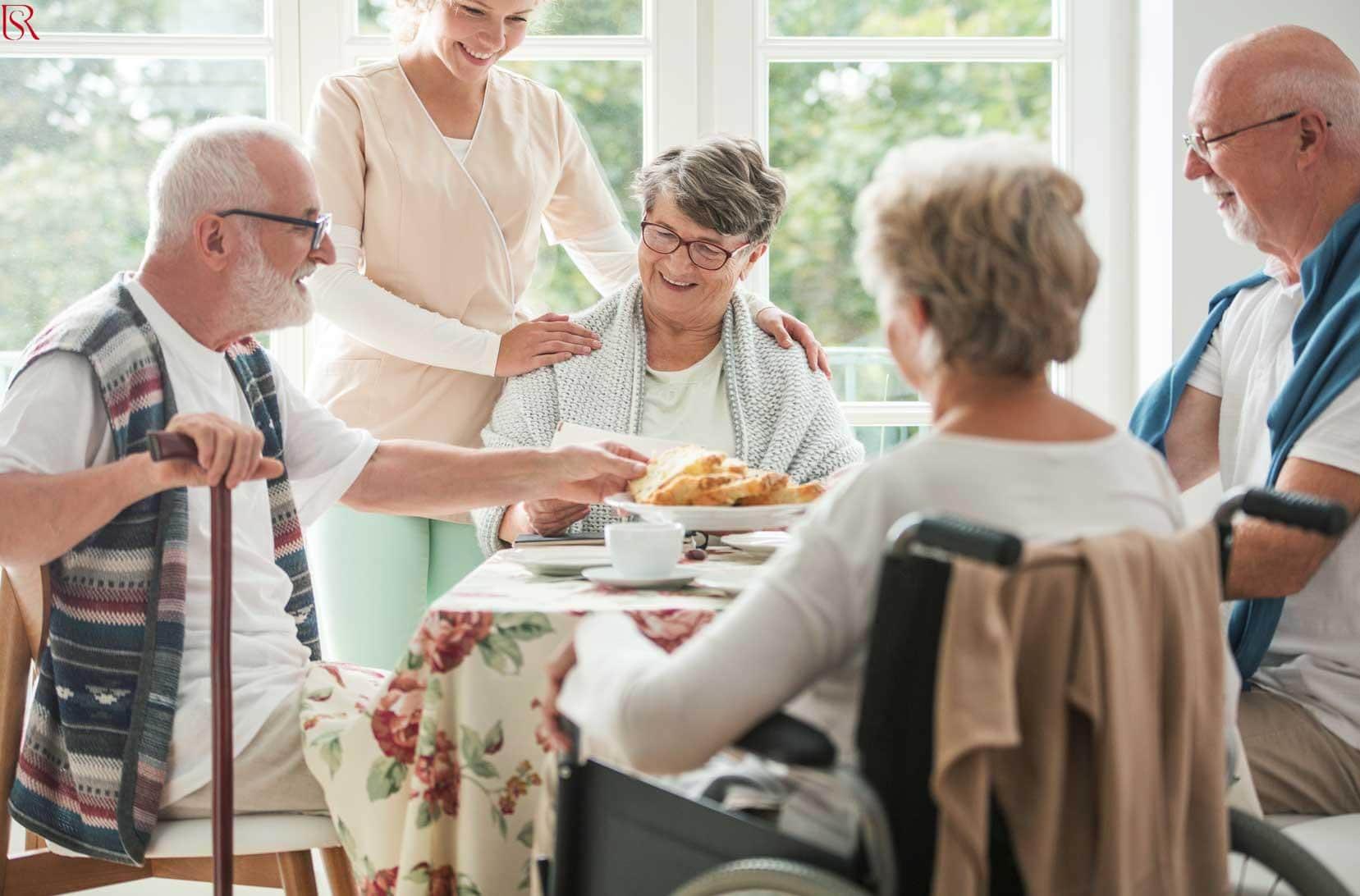 أهمية التواصل الاجتماعي لكبار السن وما دور شركات مسنين بالمنزل؟