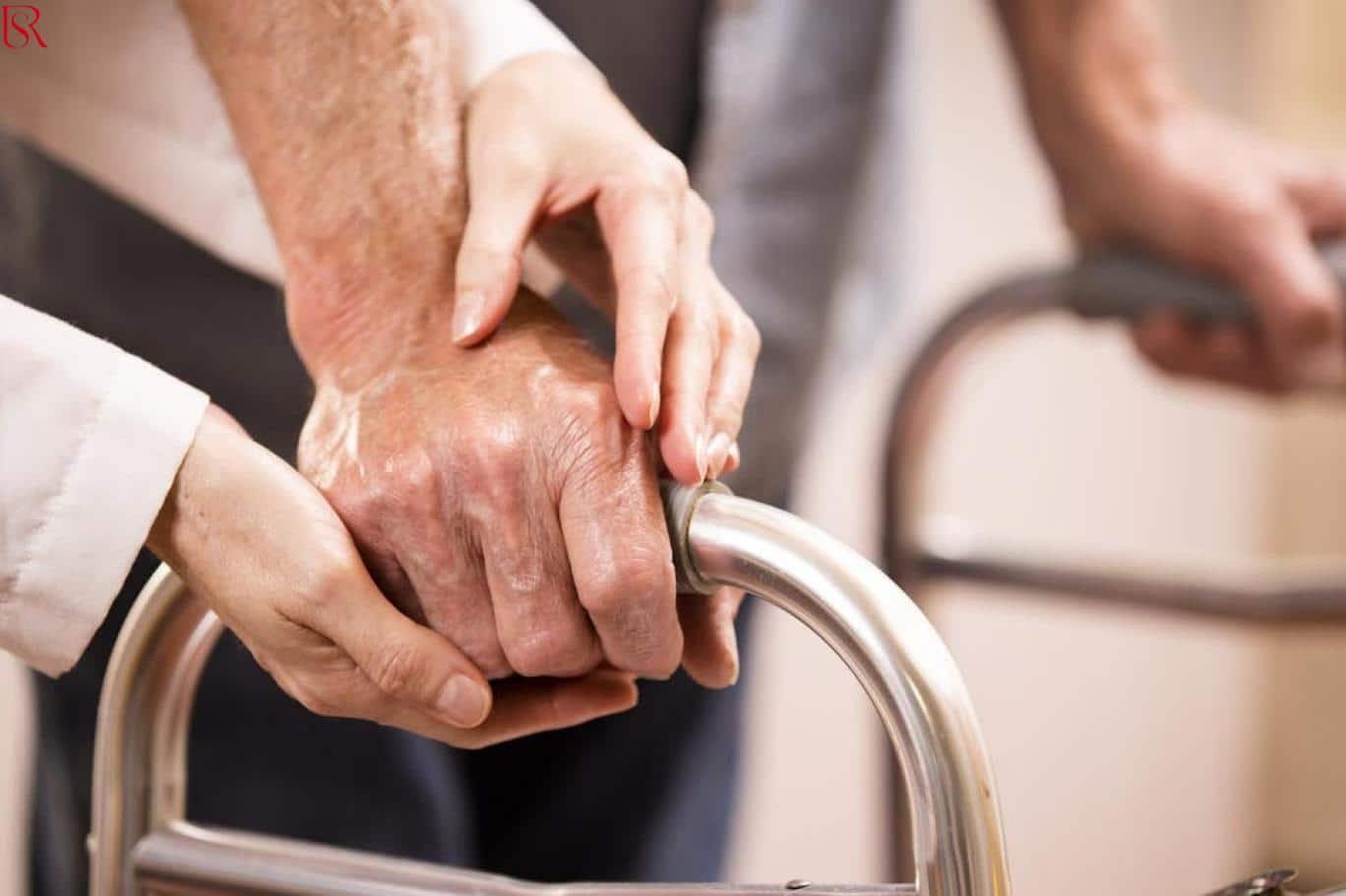 ما هي رعاية صحية للمسنين.. وأبرز الحالات التي تحتاج إليها