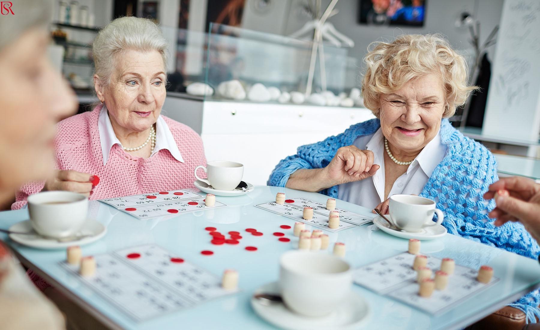 أسعار جليسات المسنين.. أفضل العروض مع خدمات متعددة