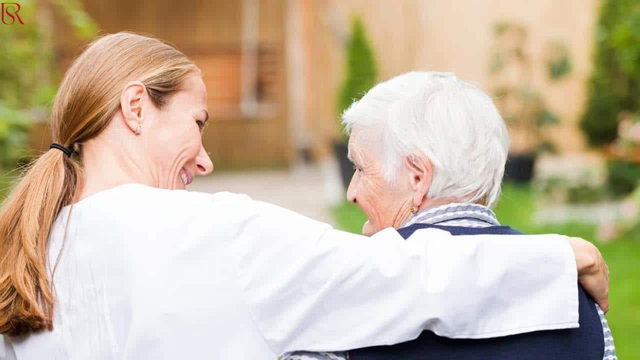 الدليل الشامل لمعرفة إذا كانت خدمة تمريض منزلي مناسبة لمن تحب