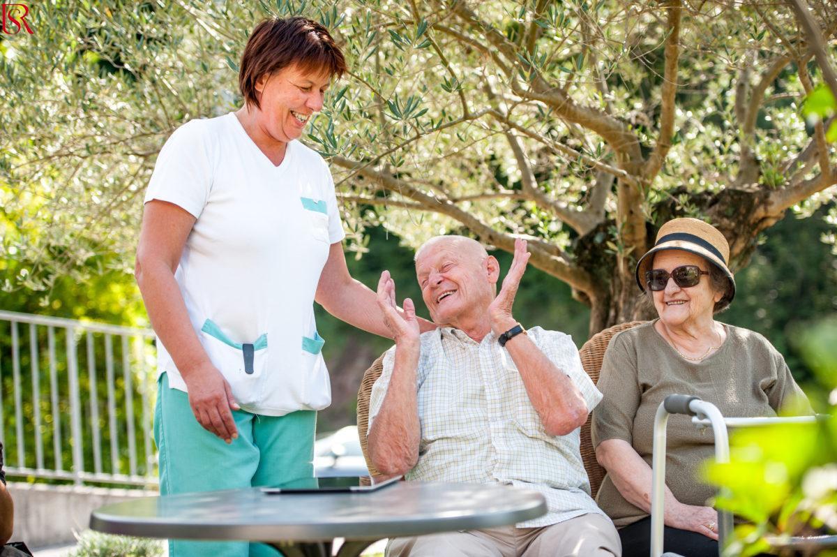 6 أشياء عليك معرفتهم عند تقديم الرعاية الصحية للمسن في المنزل