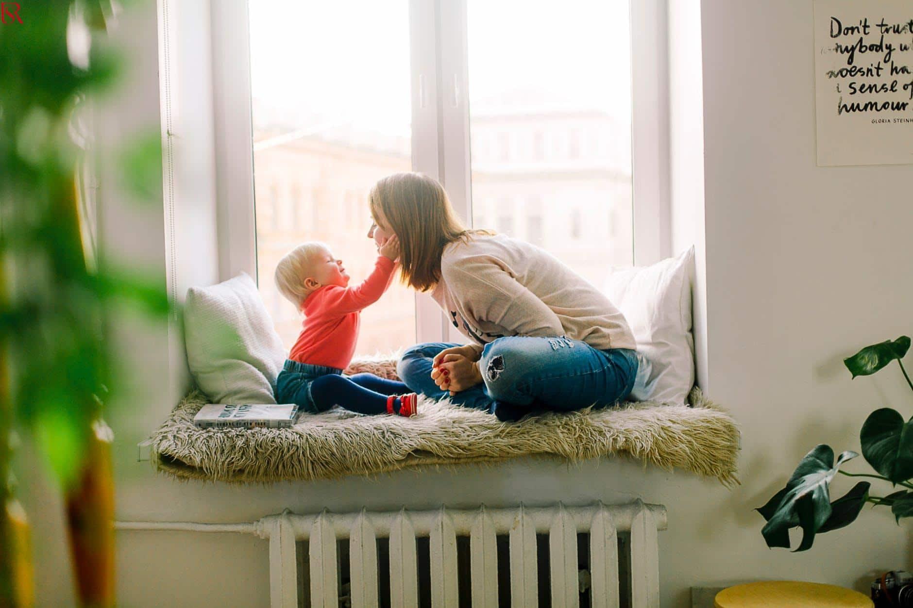 8 علامات تدل أن لديك جليسة أطفال رائعة